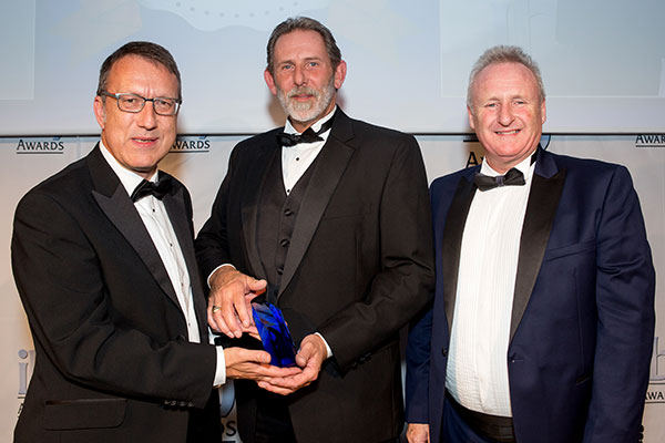 Ian Jacobs - Operating Director at Solent Stevedores presents the Bulk Logistics award at the IBJ Awards Ceremony 2018