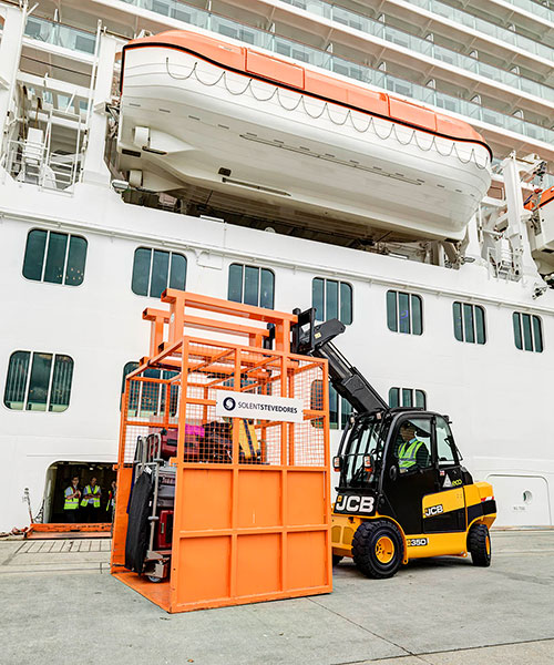 solent stevedores extends contract with Carnival UK