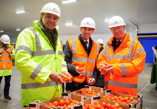 stuart cullen from solent stevedores and Mr Fernando Clavijo, president of the Canary Islands goverment with latest tomato imports