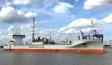 pulverised fuel ash cargo at the port of immingham, uk - solent stevedores